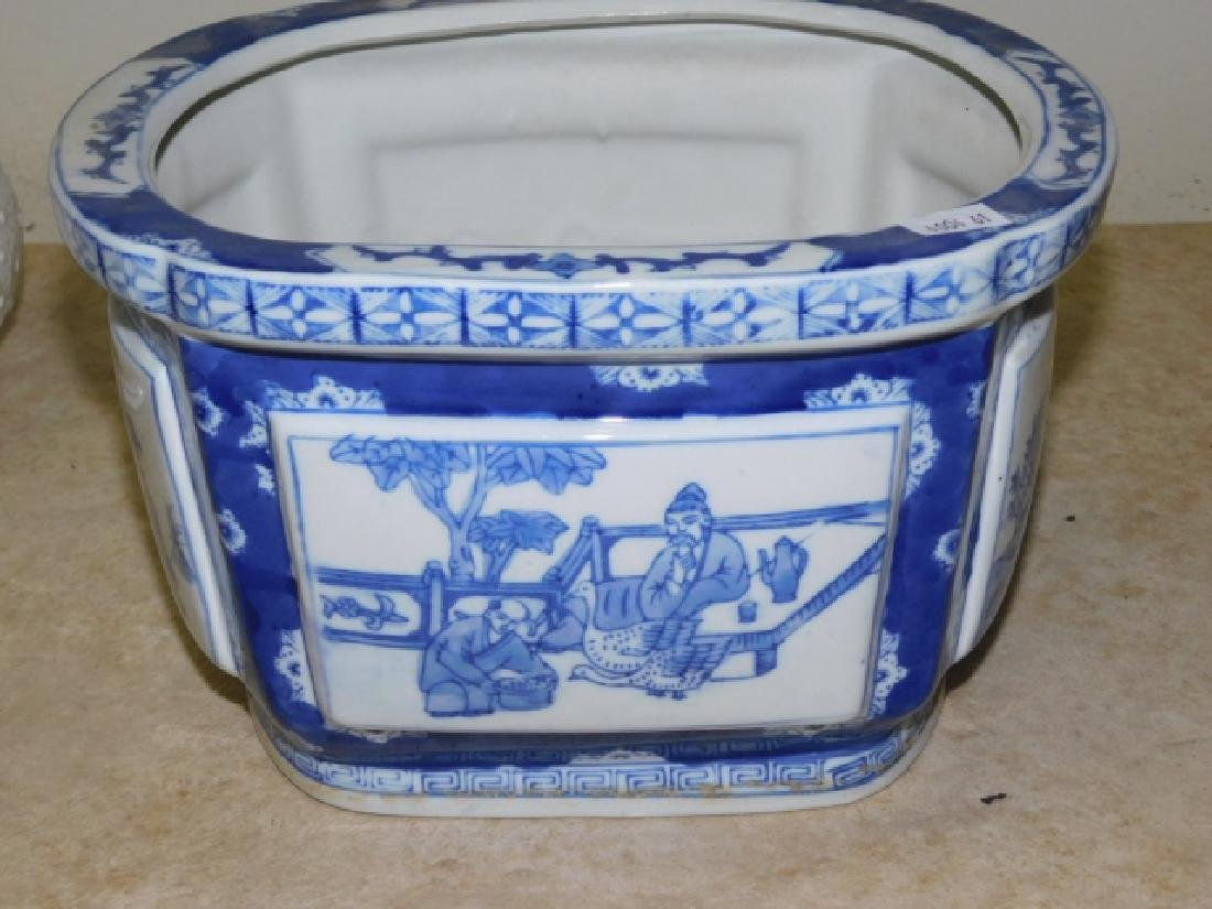 BLUE AND WHITE POT WITH BASE - 5