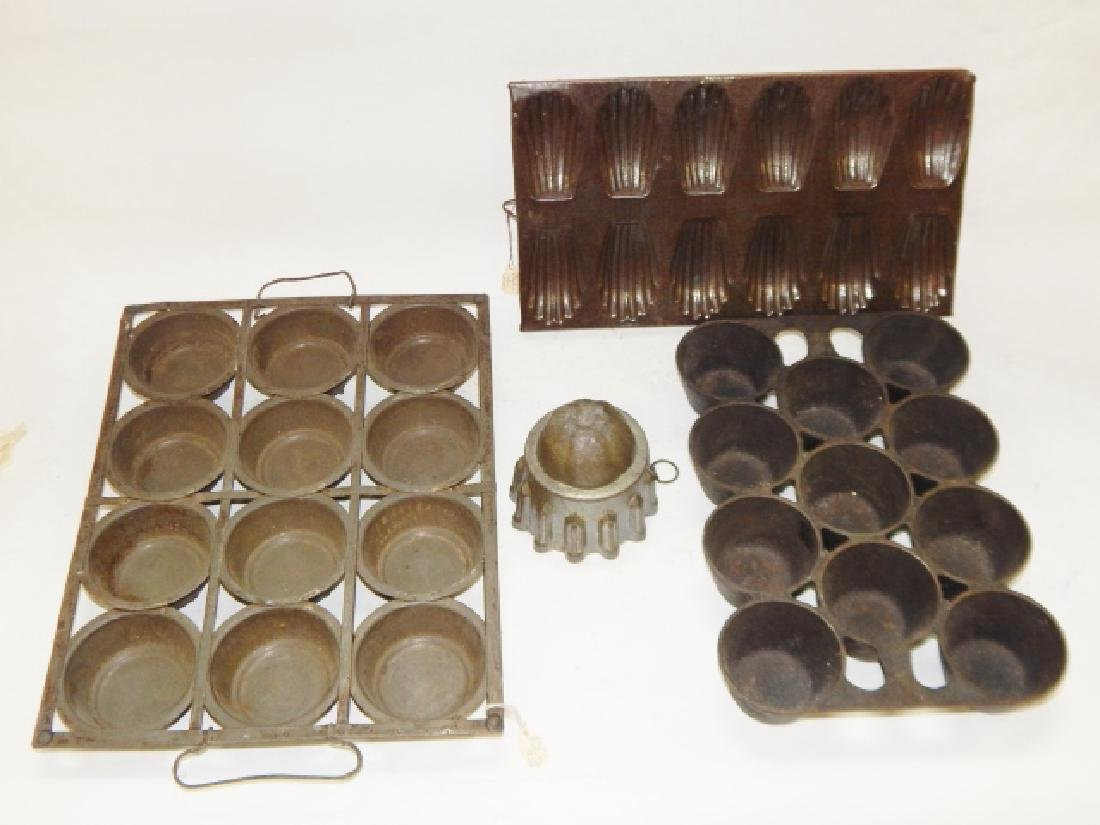 LOT OF BAKING MOLDS AND PANS