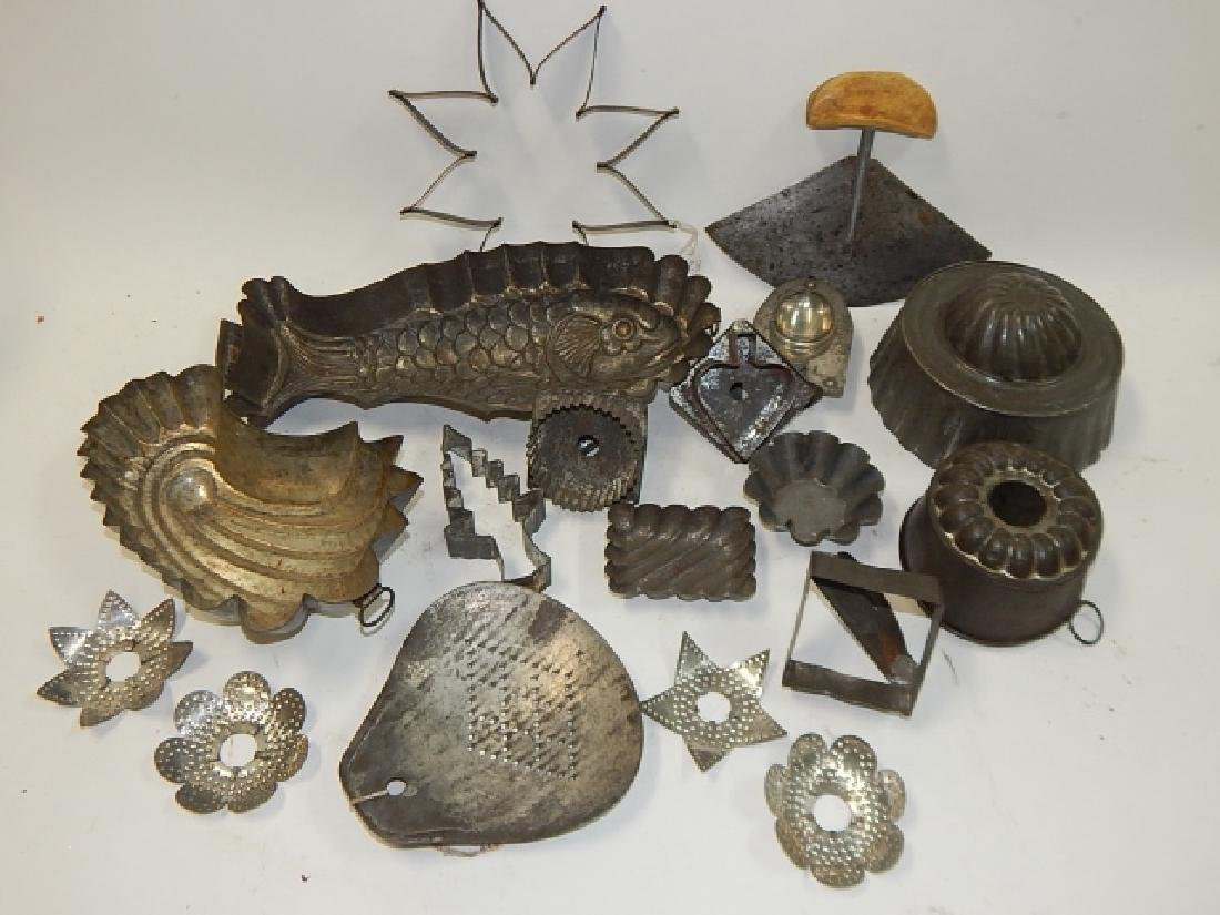 LOT OF COOKIE CUTTERS AND CAKE MOLDS