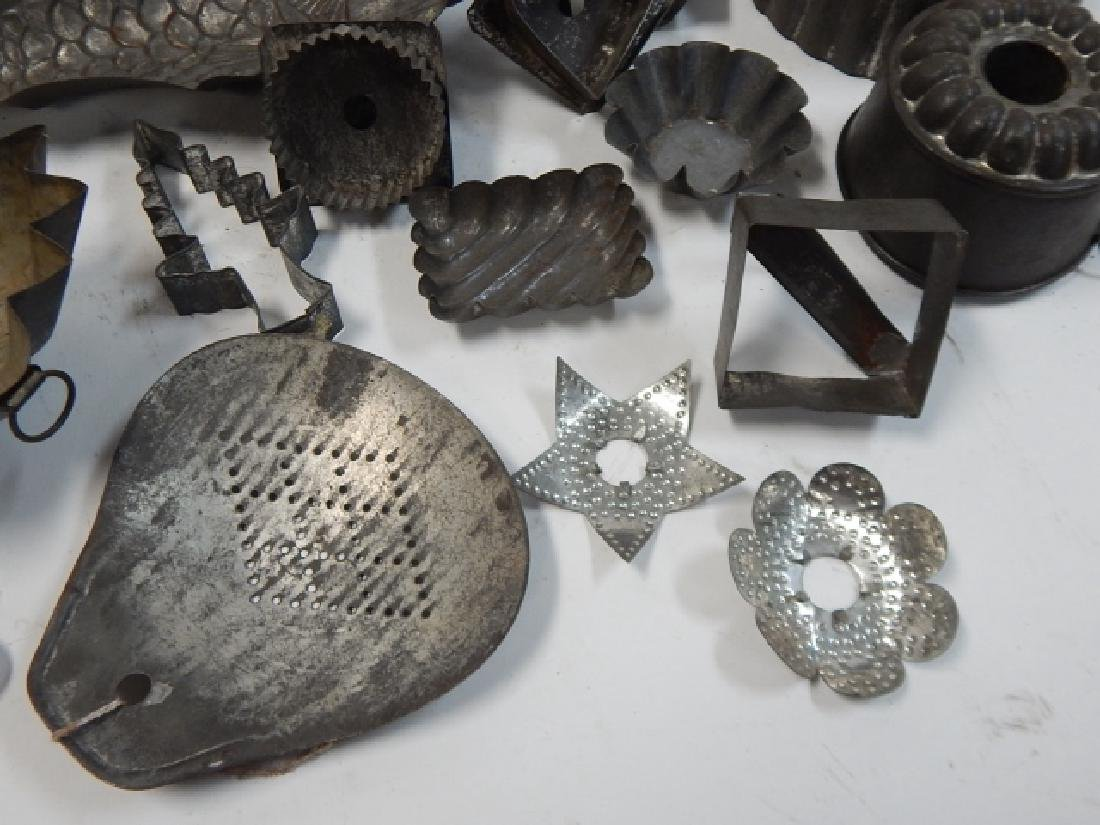 LOT OF COOKIE CUTTERS AND CAKE MOLDS - 4