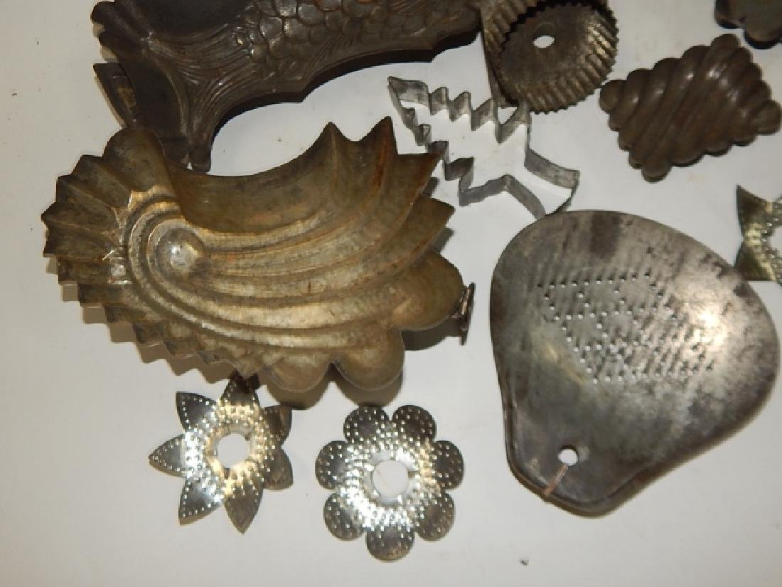 LOT OF COOKIE CUTTERS AND CAKE MOLDS - 5