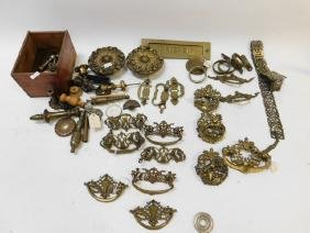 LOT OF BRASS HARDWARE, LAMP PARTS, AND CURTAIN TIE