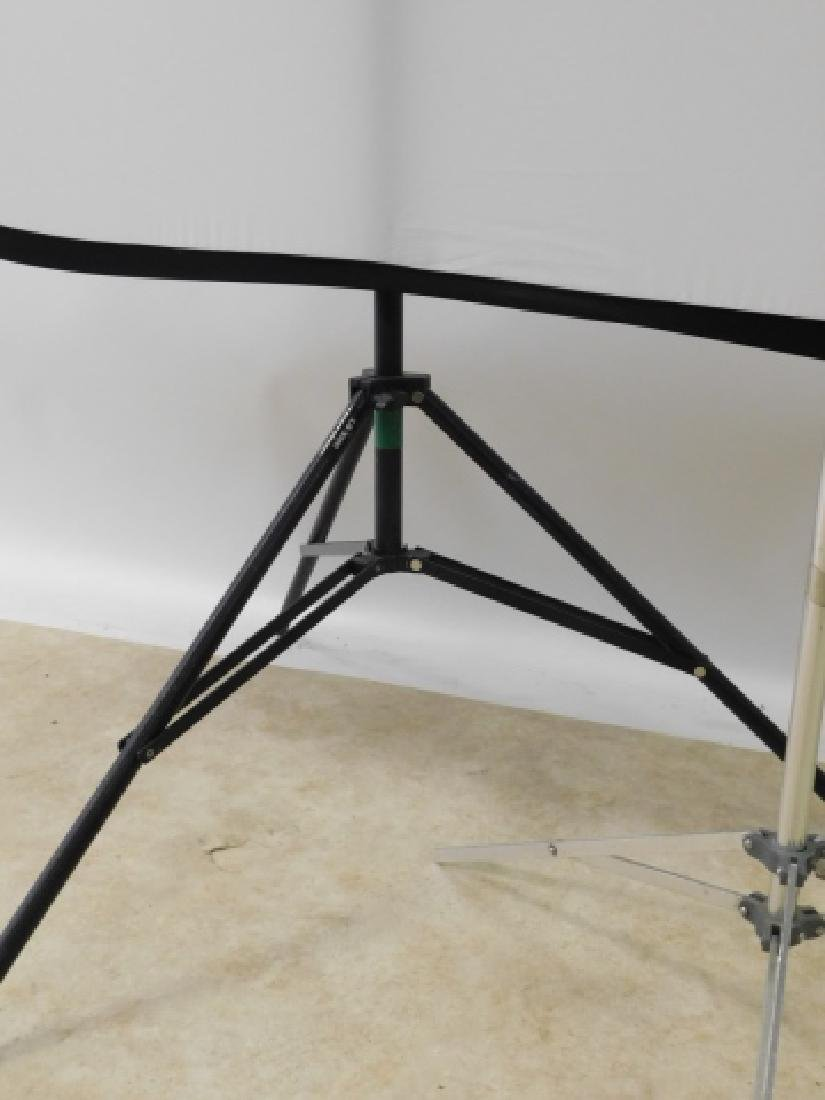 MOVIE LIGHT STANDS WITH REFLECTOR - 3