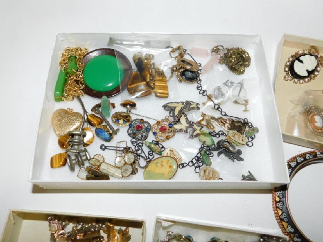 LOT OF VINTAGE COSTUME JEWELRY - 2