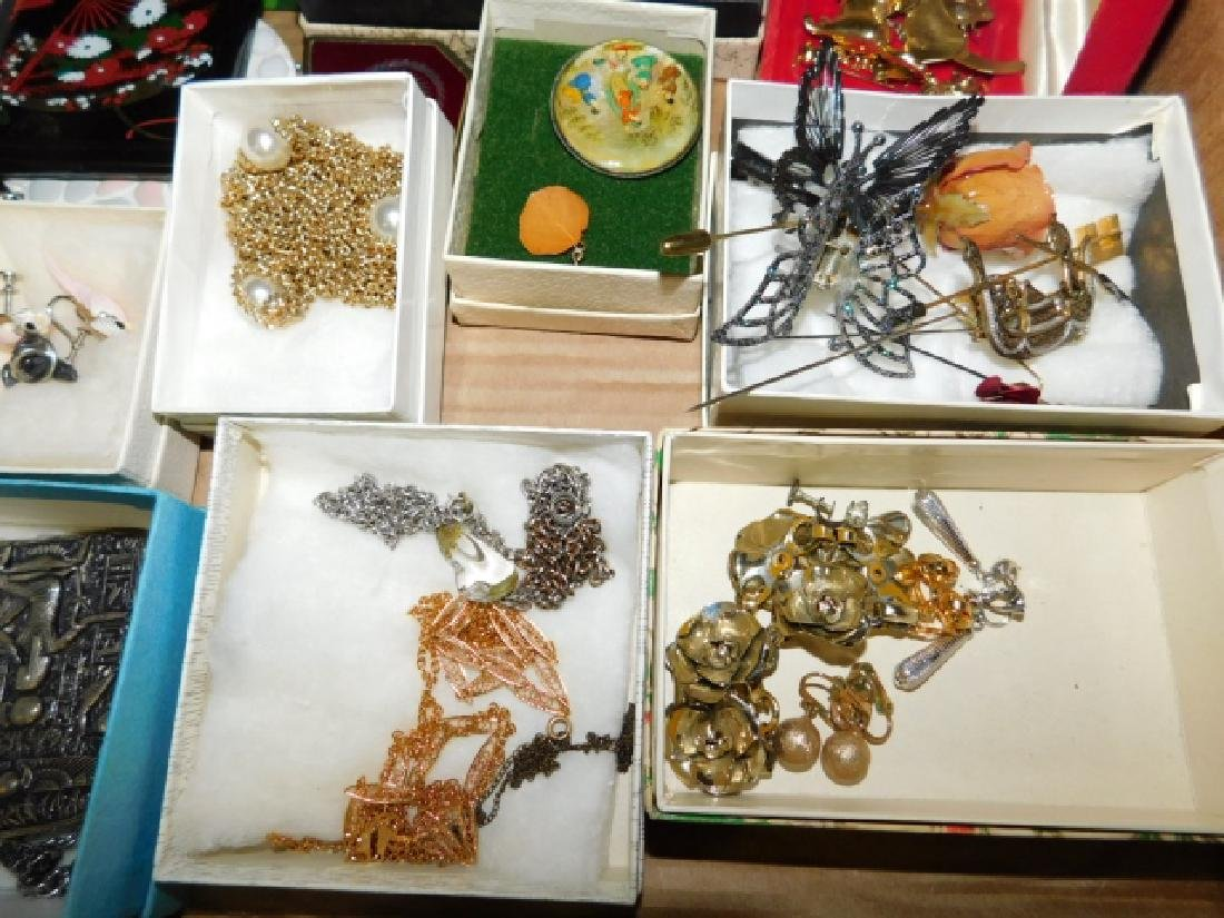 LARGE LOT OF VINTAGE COSTUME JEWELRY - 4