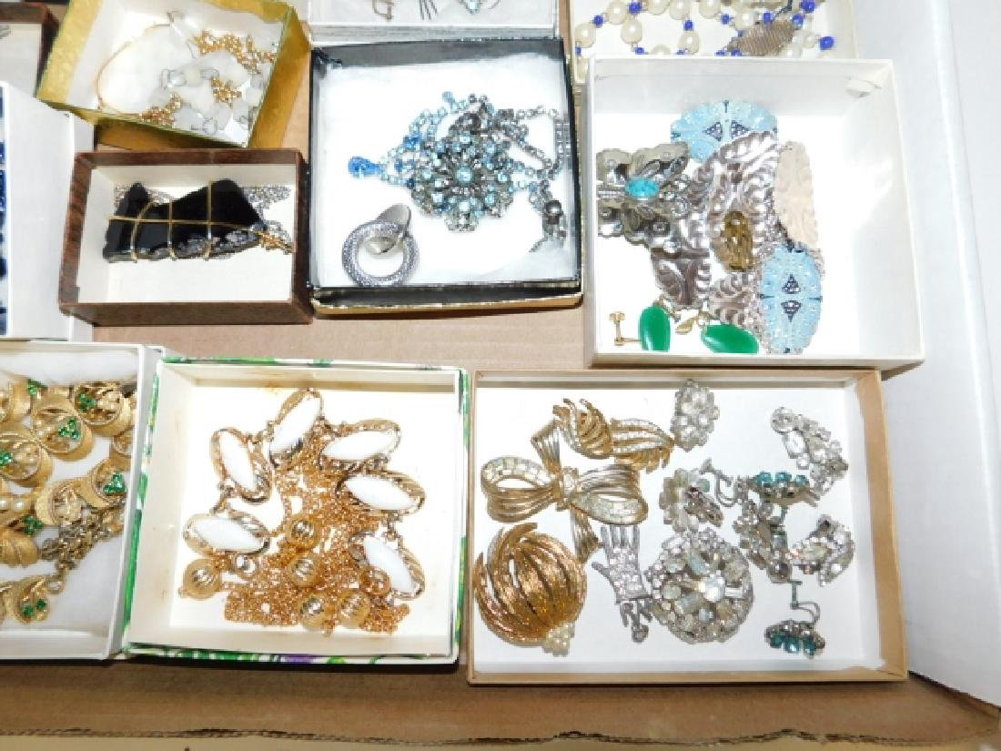 LARGE LOT OF VINTAGE COSTUME JEWELRY - 3