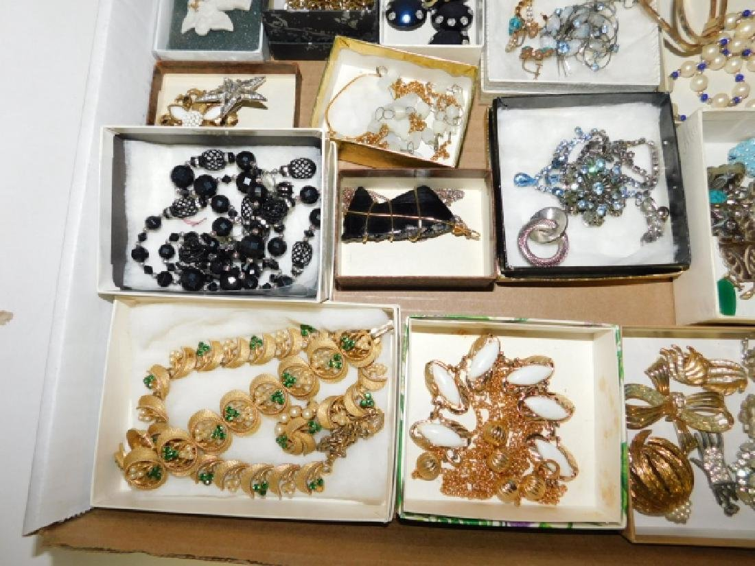LARGE LOT OF VINTAGE COSTUME JEWELRY - 5