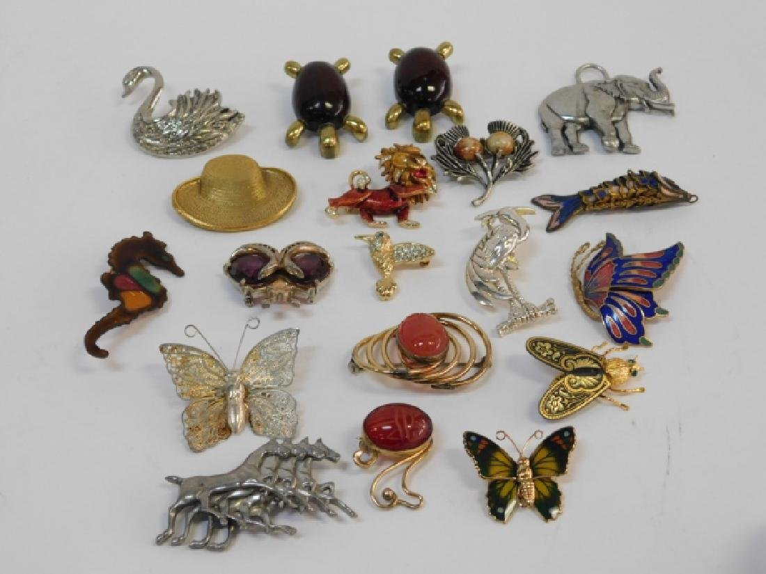 LOT OF COSTUME PINS