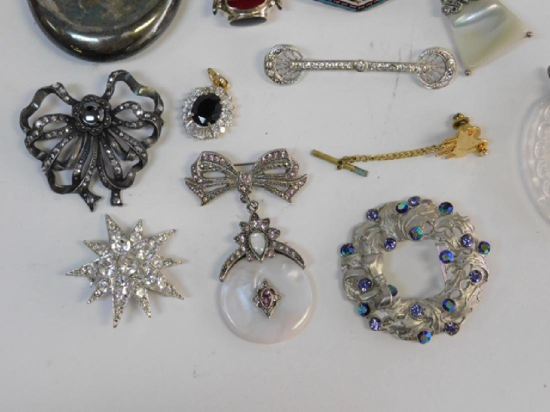 LOT OF COSTUME JEWELRY - 3
