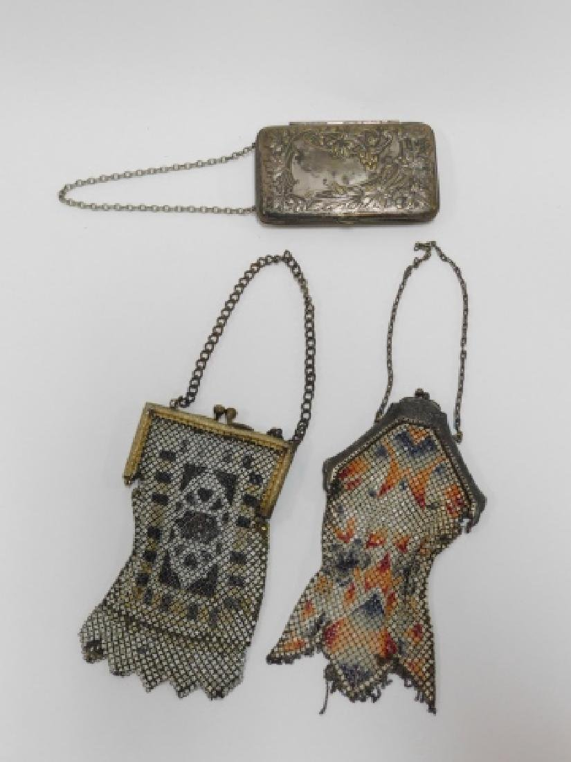 COMPACT WITH VICTORIAN METAL MESH PURSES