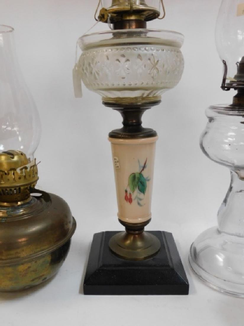 LOT OF 5 OIL LAMPS - 5