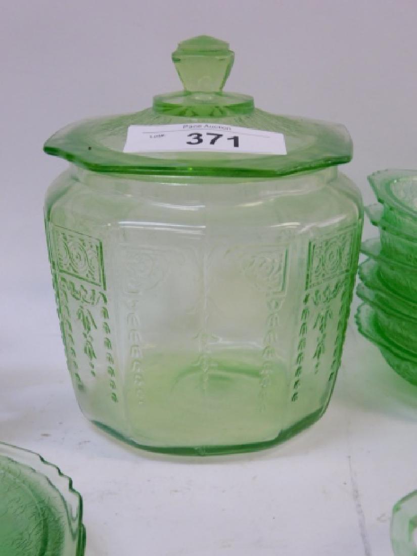 LOT OF GREEN DEPRESSION GLASS - 5