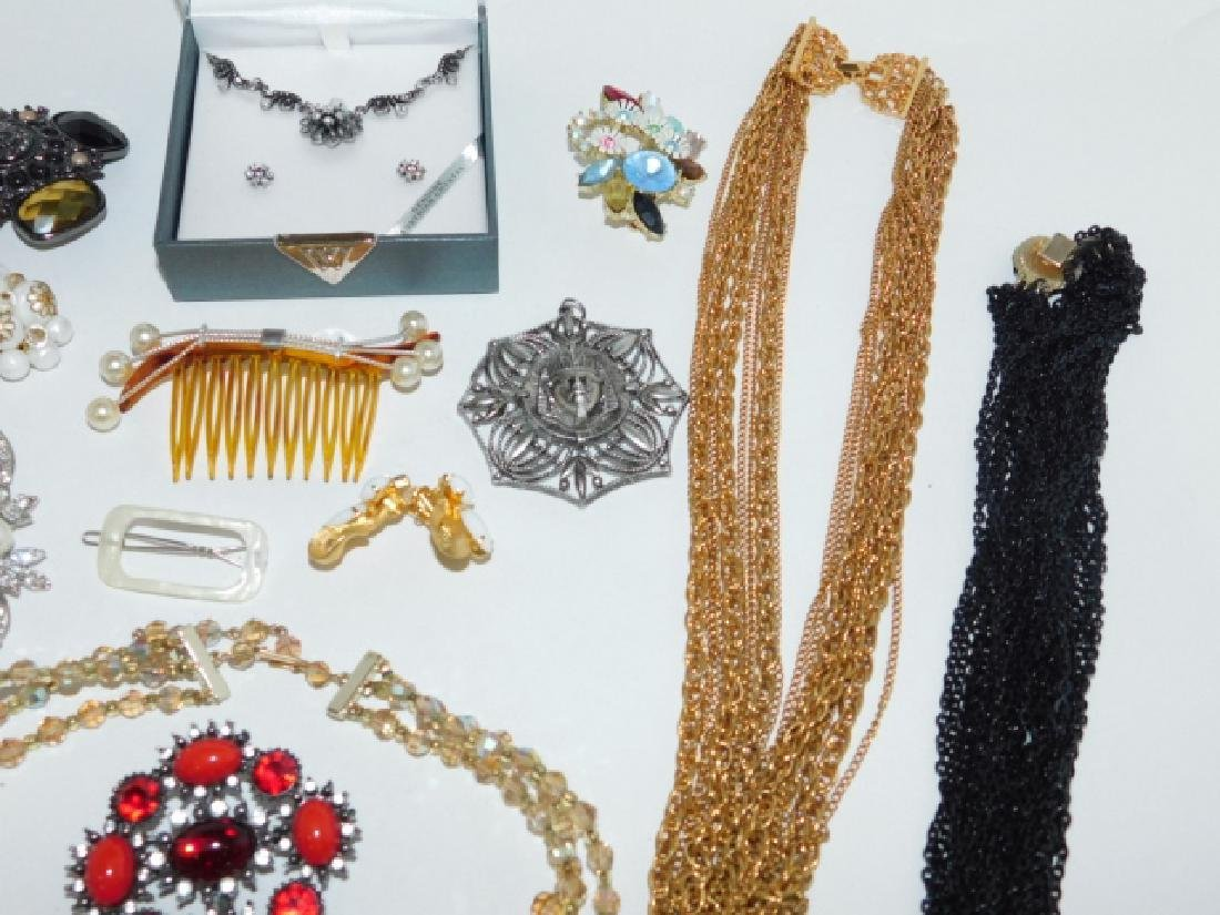 LOT OF COSTUME JEWELRY - 5