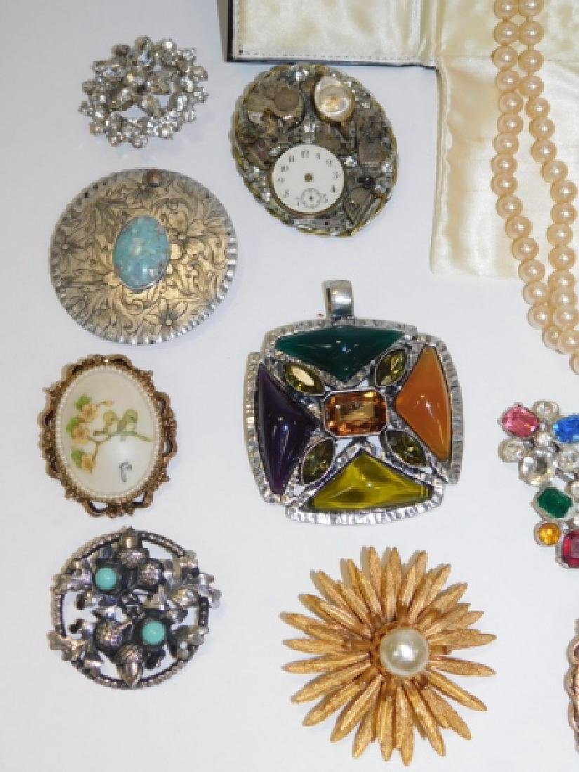 LOT OF VINTAGE JEWELRY - 4