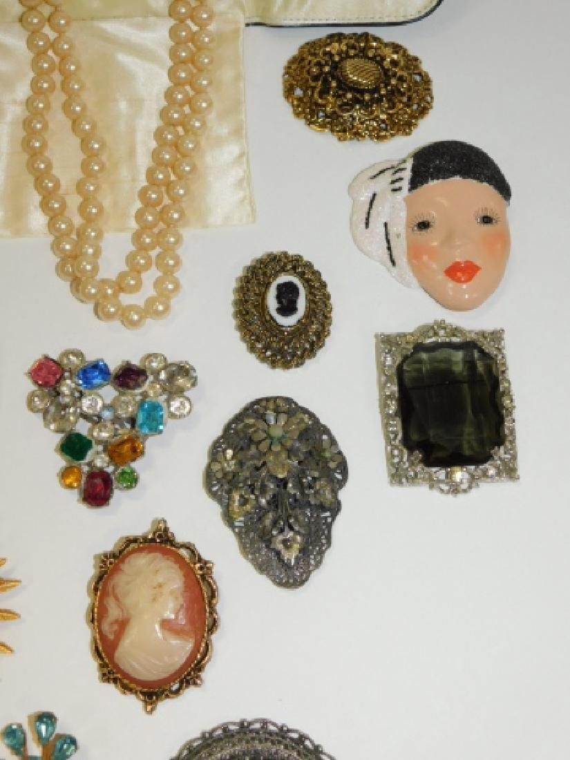 LOT OF VINTAGE JEWELRY - 5