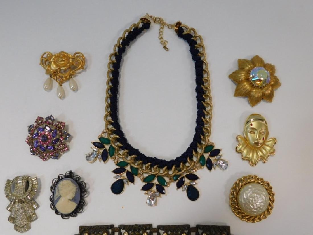 LOT OF VINTAGE JEWELRY - 3