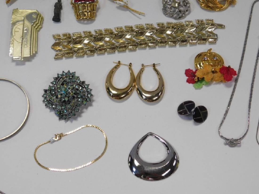 COSTUME JEWELRY WITH BOX - 8