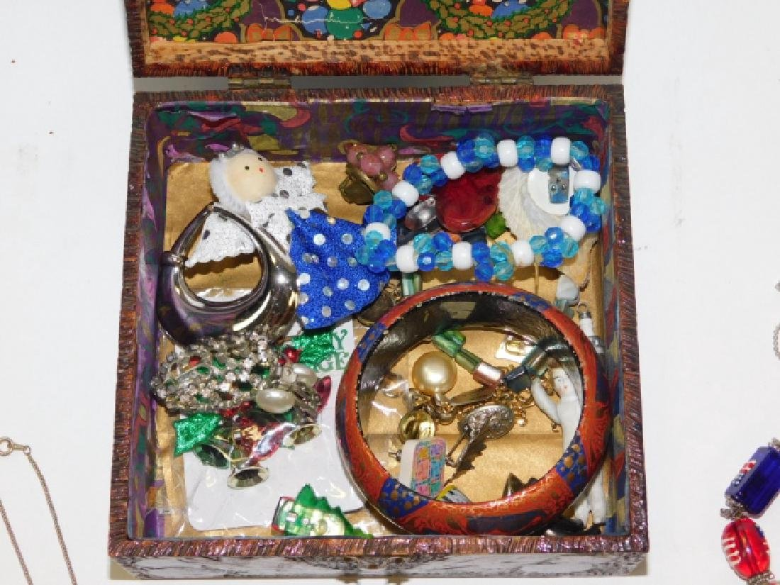 COSTUME JEWELRY WITH BOX - 2