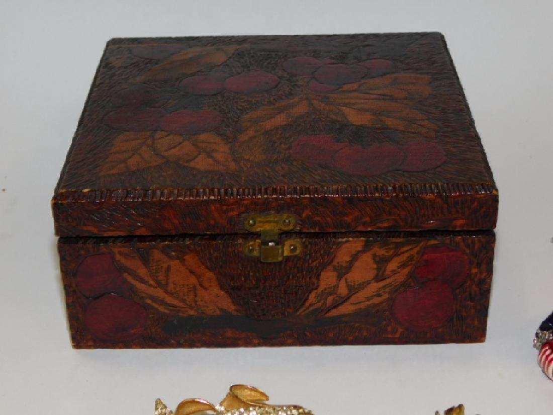 COSTUME JEWELRY WITH BOX - 8