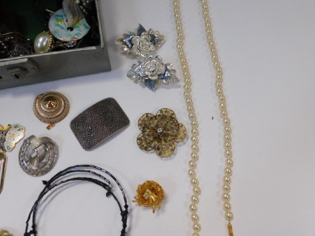 COSTUME JEWELRY WITH BOX - 4