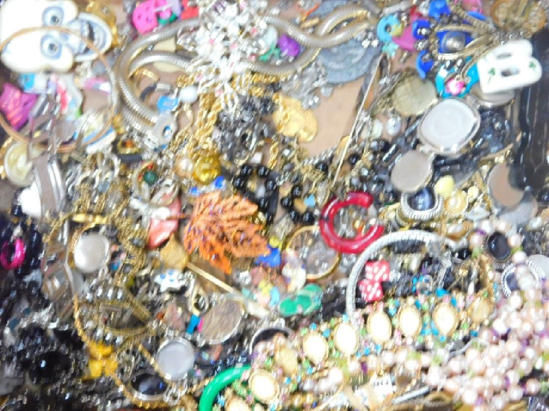 COLLECTION OF VINTAGE JEWELRY - 3