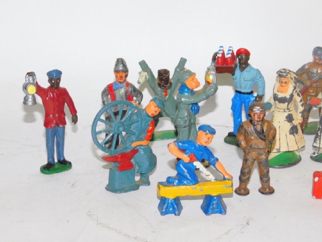 COLLECTION OF LEAD FIGURES AND ANIMALS - 5