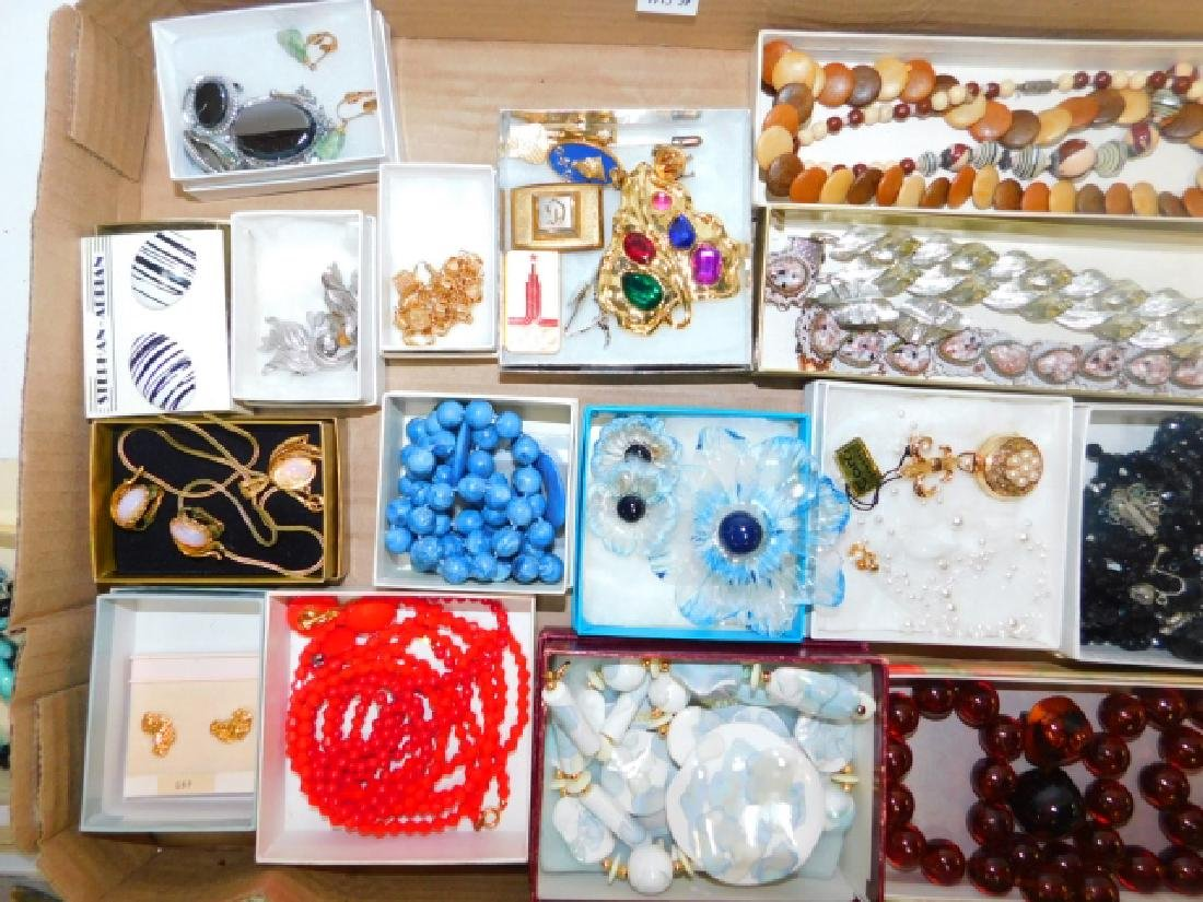 LARGE COLLECTION OF COSTUME JEWELRY - 3