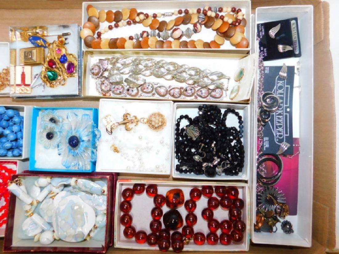 LARGE COLLECTION OF COSTUME JEWELRY - 4