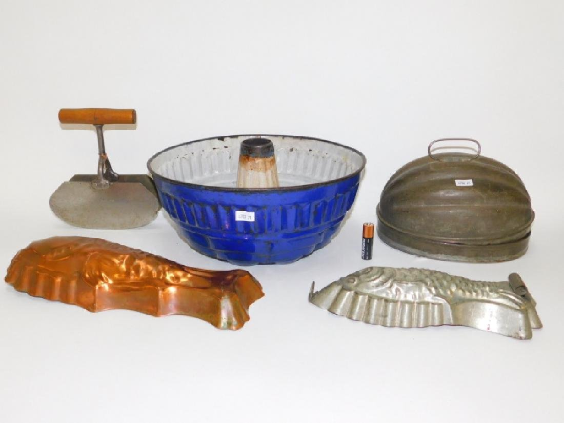 COLLECTION OF BAKING MOLDS