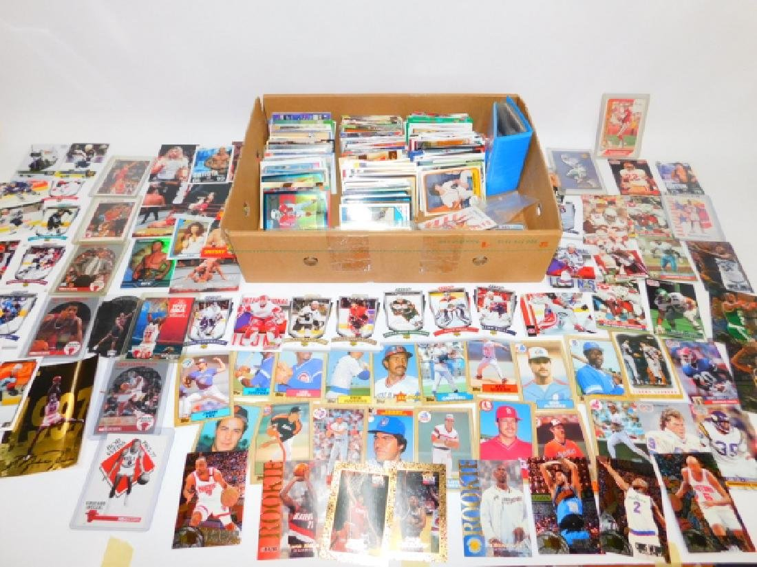LARGE COLLECTION OF SPORTS MEMORABILIA CARDS