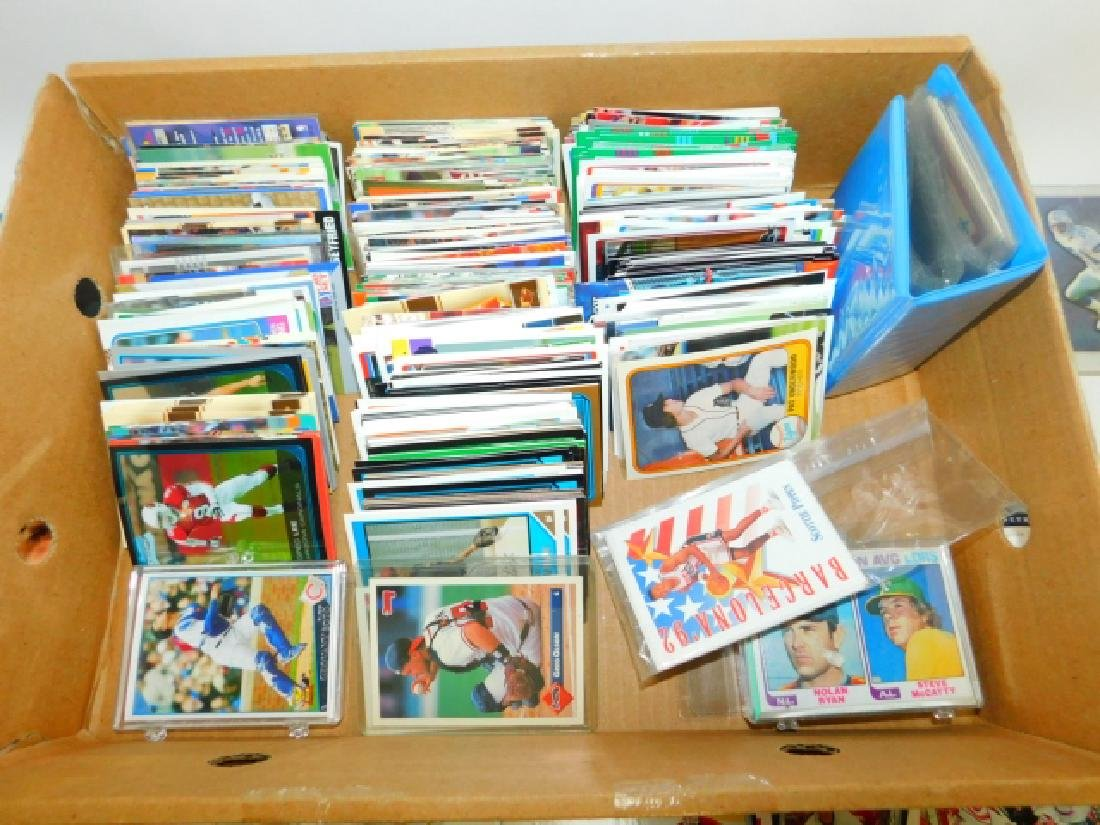 LARGE COLLECTION OF SPORTS MEMORABILIA CARDS - 2