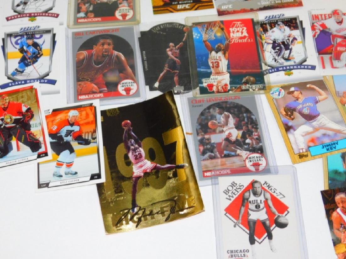LARGE COLLECTION OF SPORTS MEMORABILIA CARDS - 5