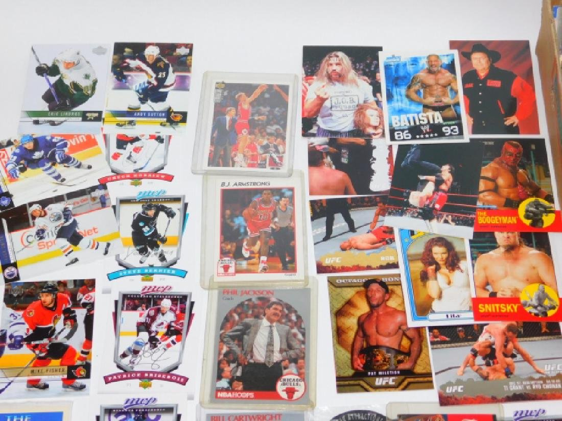 LARGE COLLECTION OF SPORTS MEMORABILIA CARDS - 6