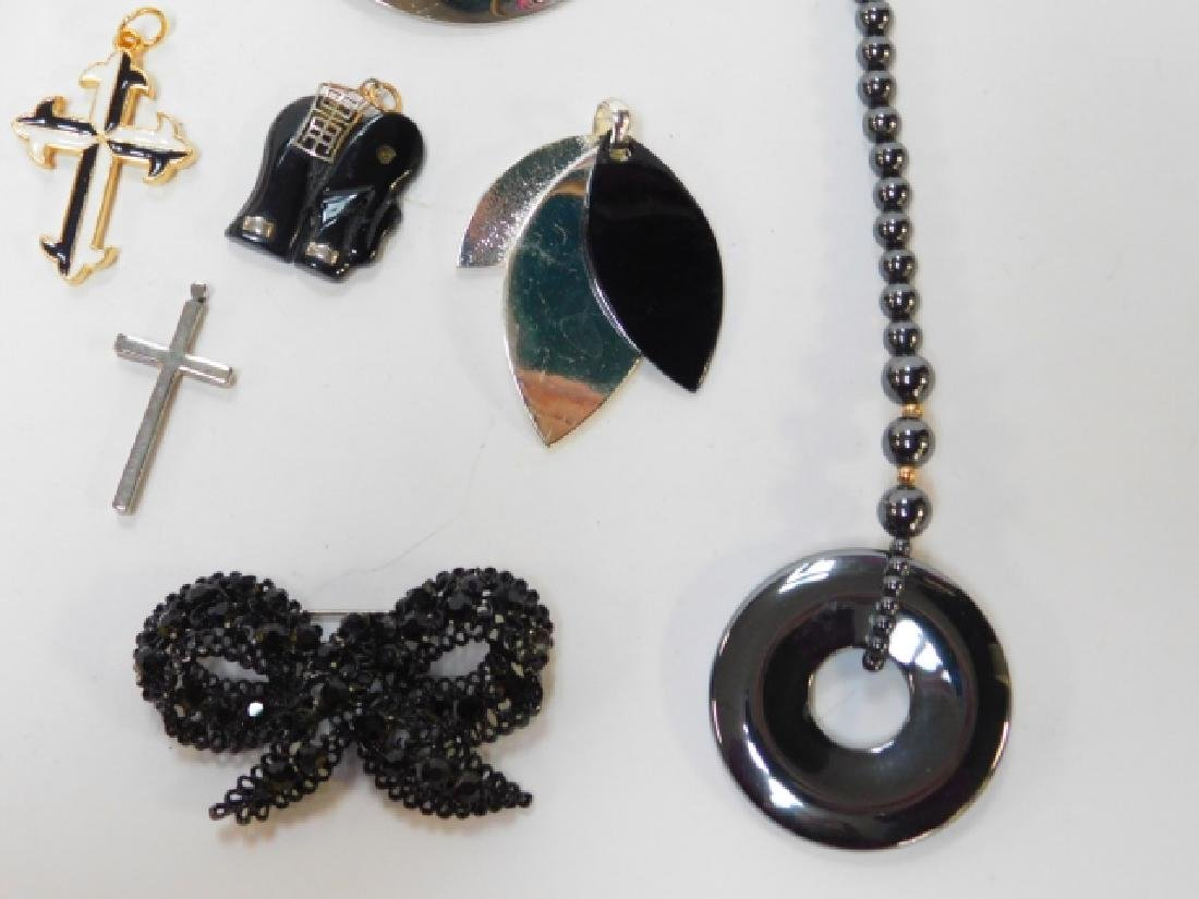 COLLECTION OF COSTUME JEWELRY - 4