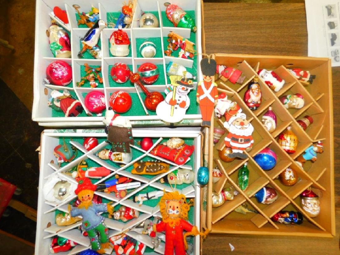 COLLECTION OF CHRISTMAS TREE ORNAMENTS