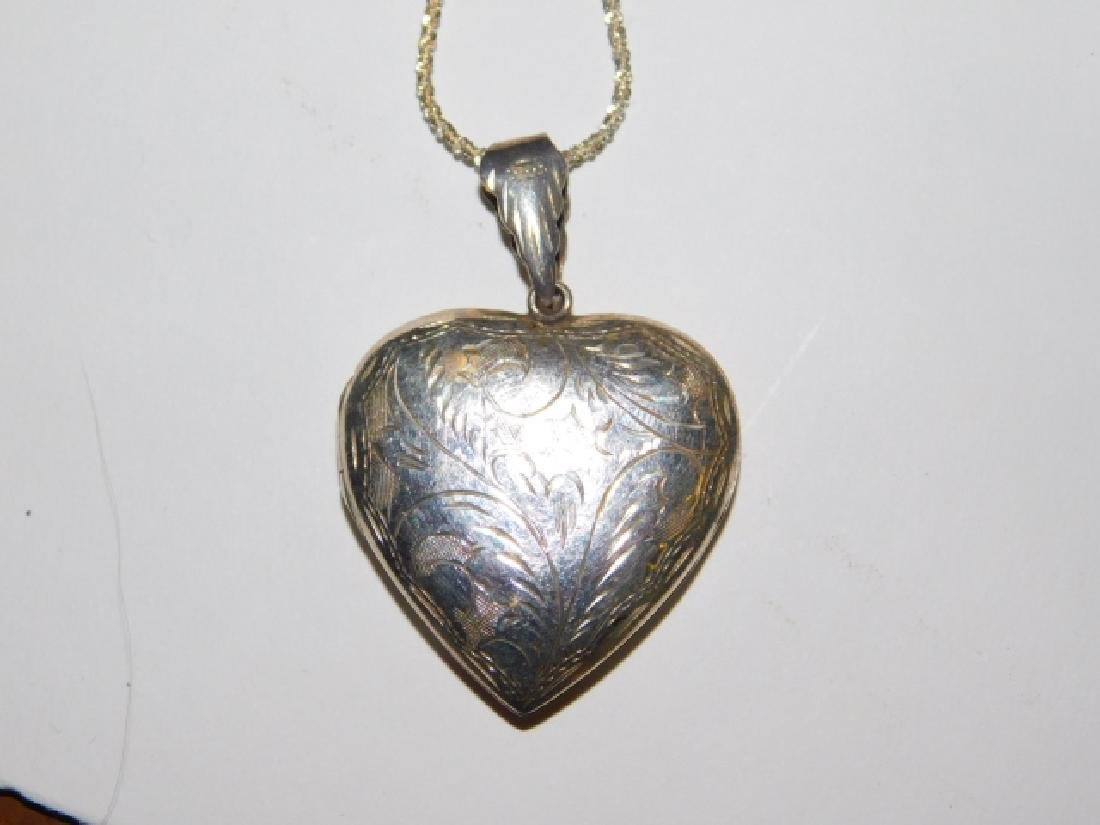 STERLING SILVER NECKLACE WITH LOCKET