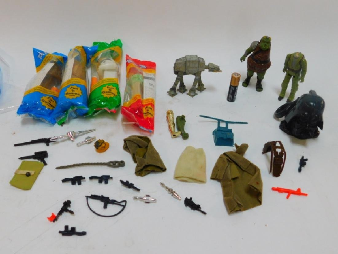 STAR WARS FIGURE ACCESSORIES & PEZ DISPENSERS