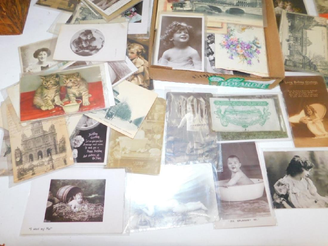 LARGE LOT OF BLACK & WHITE POSTCARDS AND PHOTOS