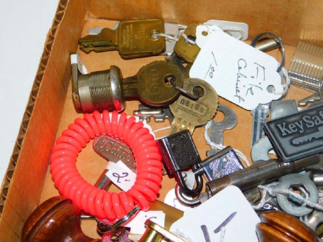 LG LOT OF KEYS AND CLOCK KEYS - 2