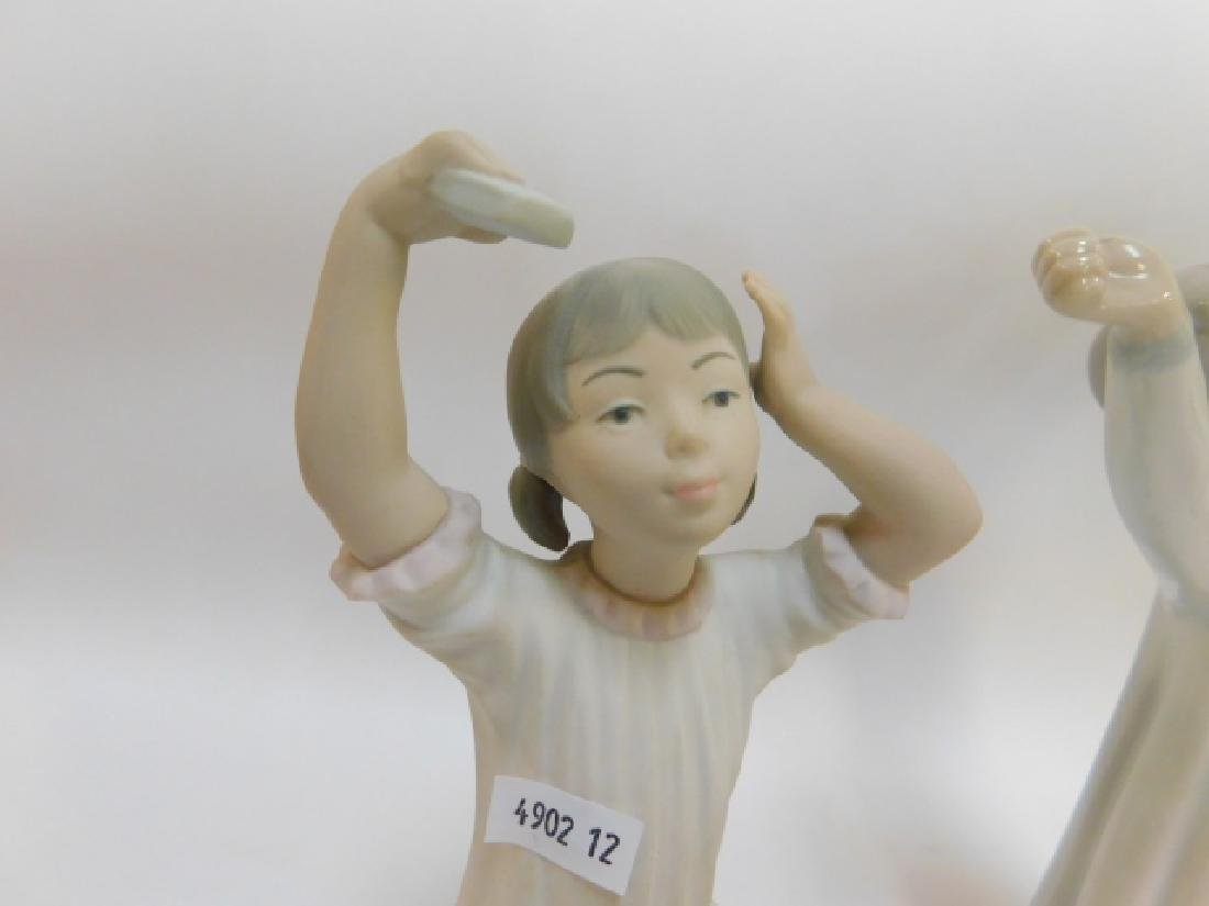 LLADRO, GIRL SHAMPOOING AND BOY YAWNING - 3
