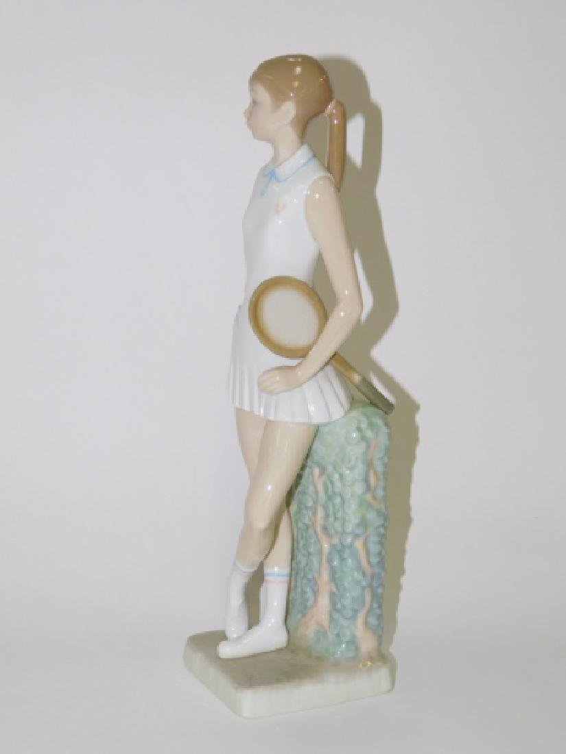 LLADRO, GIRL PLAYING TENNIS - 2