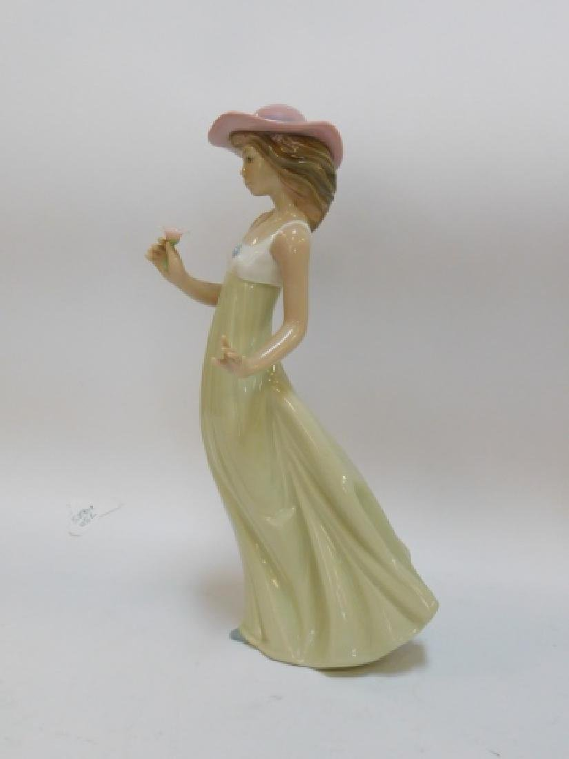 LLADRO, WOMAN IN HAT HOLDING FLOWER - 5