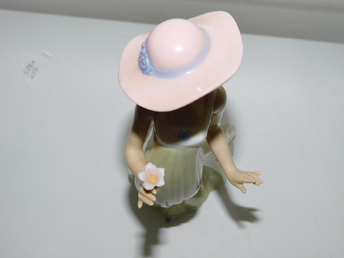 LLADRO, WOMAN IN HAT HOLDING FLOWER - 6