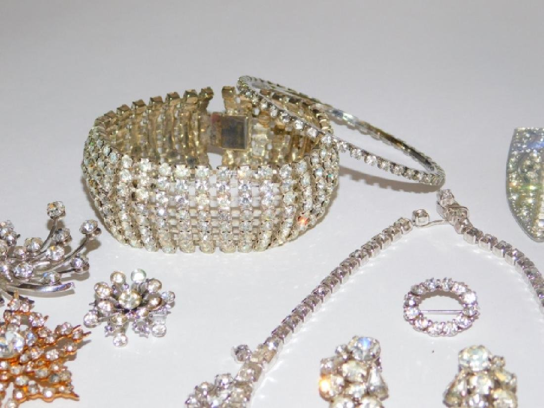 COLLECTION OF VINTAGE COSTUME JEWELRY - 2