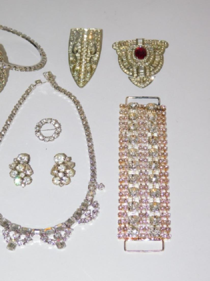 COLLECTION OF VINTAGE COSTUME JEWELRY - 4