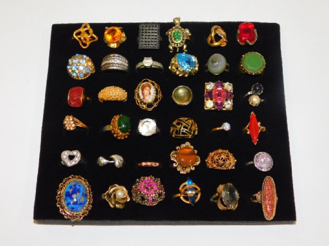 COLLECTION OF COSTUME RINGS