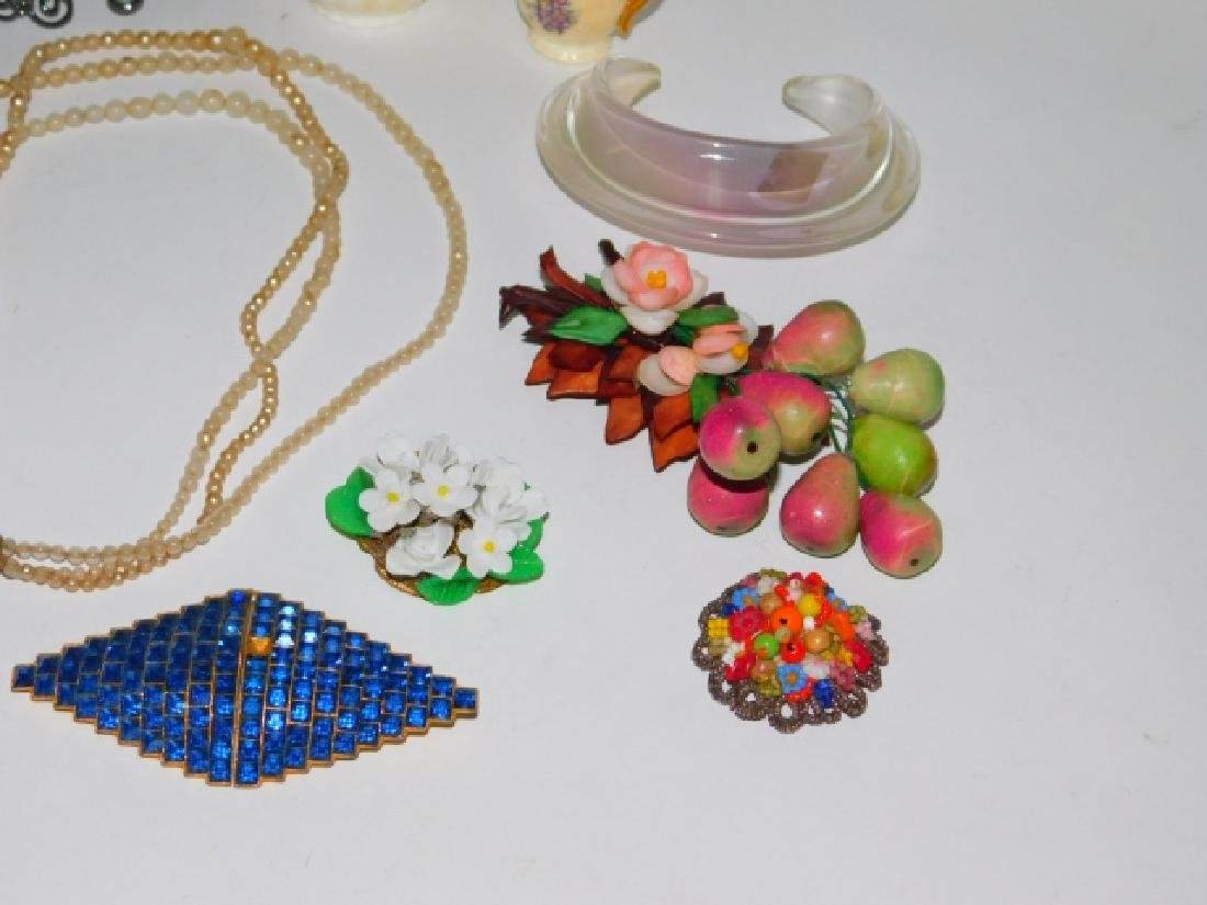 COSTUME JEWELRY AND TRINKETS - 2