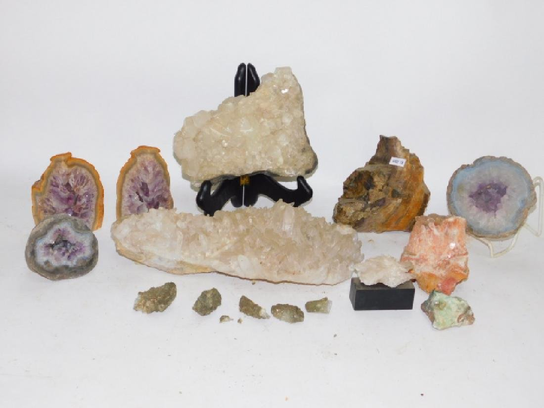 COLLECTION OF CRYSTALS AND GEODES
