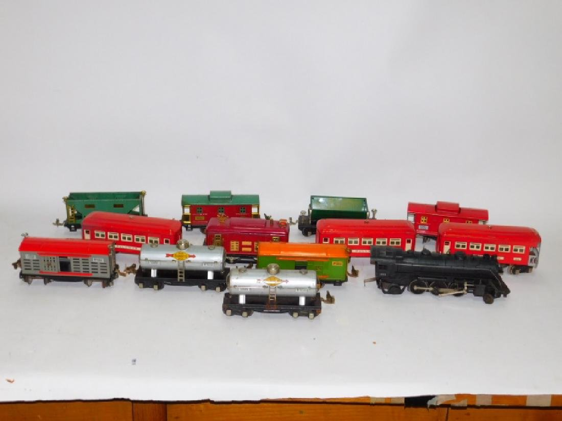 LOT OF LIONEL TRAIN CARS