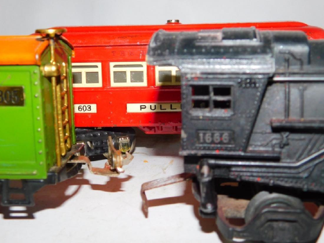 LOT OF LIONEL TRAIN CARS - 3